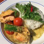 curry met okra en zalm