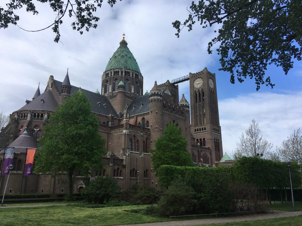 Koepel kathedraal Sint bavo in Haarlem, met de brug van Klim naar het licht.