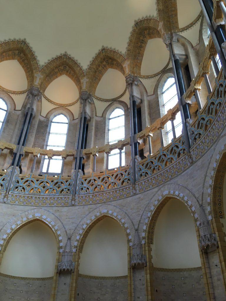 Binnenkant van de koepel van koepel kathedraal Sint Bavo in Haarlem.