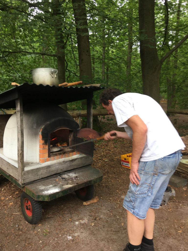 pizza's in de houtoven schieten