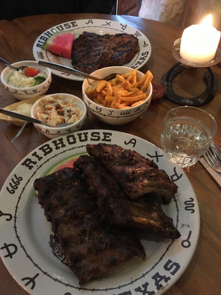 Vlees bij Ribhouse Texas Veluwe